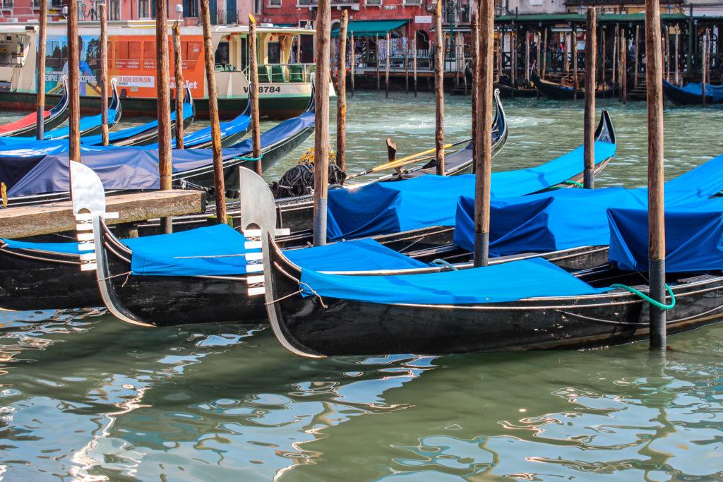 Bateaux et vaporetos de Venise sur les canaux