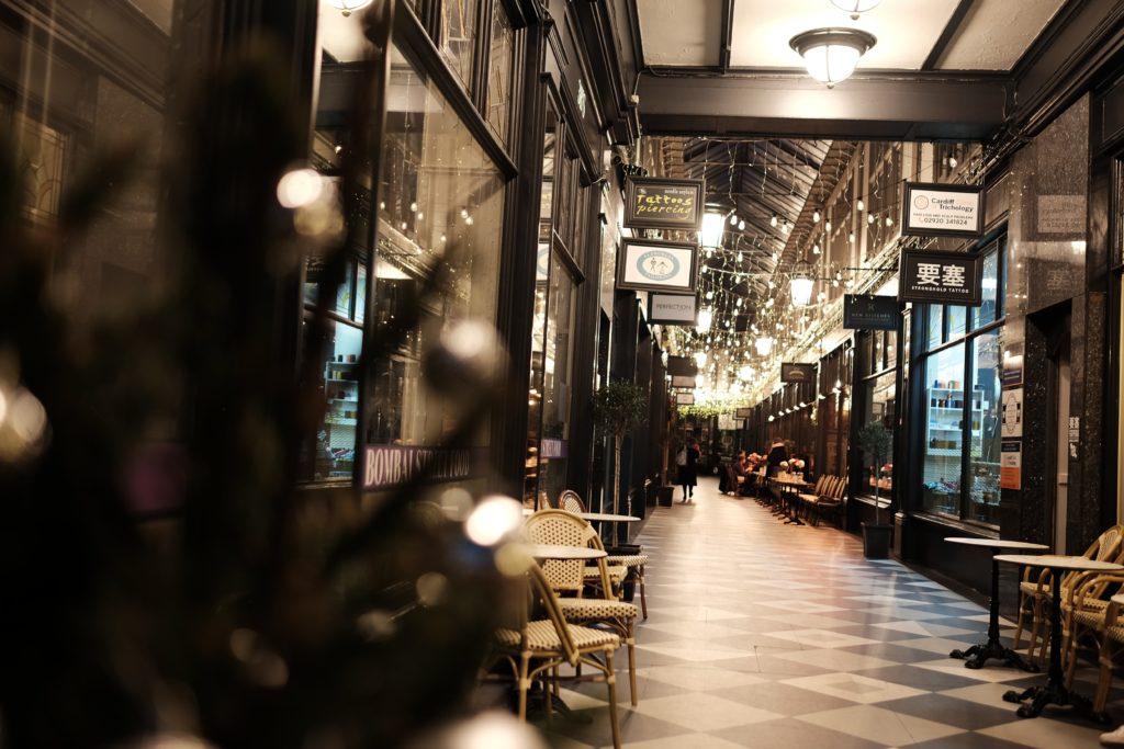 Cardiff intérieur d'une avenue passante